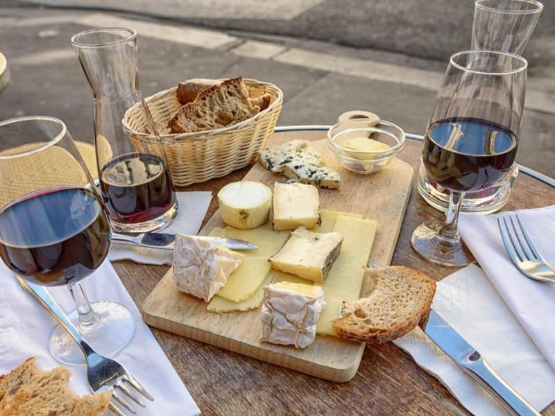 Ein Abend mit Wein und Käse